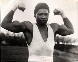 Louis Mbarick Phall dit « Battling » Siki naît en septembre 1897, à Saint-Louis au Sénégal.