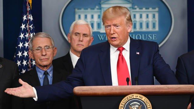 Etats-Unis: Trump annonce un premier décès lié au Coronavirus