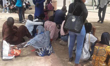 (Images)-Mamadou Diop déféré : Les étudiants de l'Iseg prennent d'assaut le tribunal de Dakar