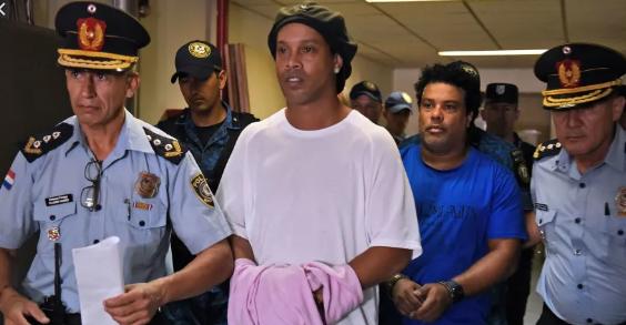 Paraguay: Le combat s'organise pour sortir Ronaldinho de prison