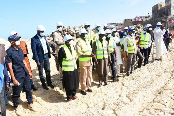 Le ministre Oumar Gueuye sur le Terrain à Keur Massar