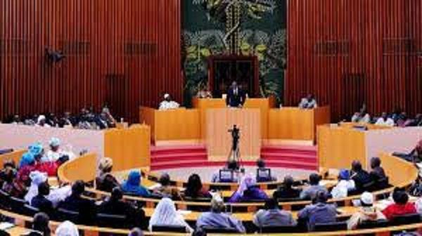 Assemblé National: moustapha niasse lève le barrage contre la presse
