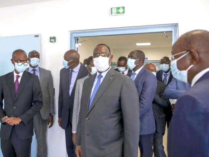 Santé :Le président Macky Sall se rend au chevet des malades de la Covid !