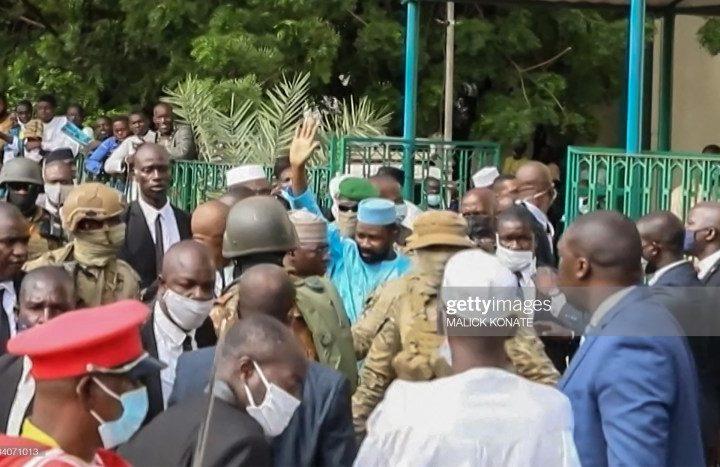 (09 Photos) Mali : Les images de l'arrestation de celui qui voulait poignarder Assimi Goïta