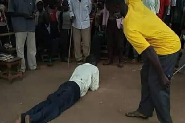 Gnalo, Un Grand-Père De 63 Ans Fouetté En Public