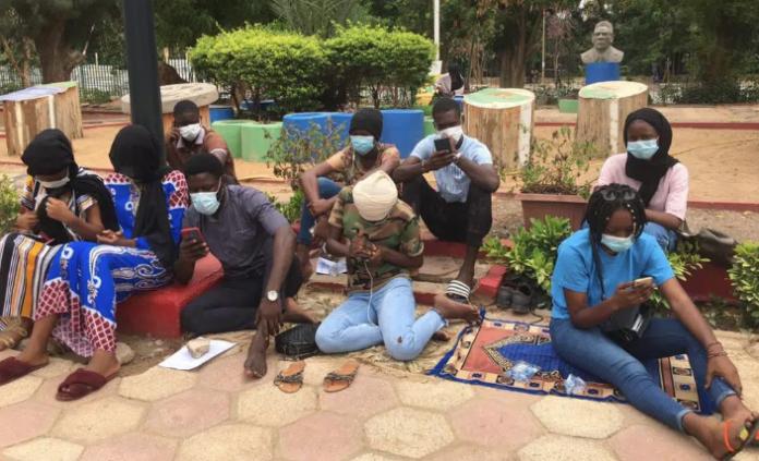 Ucad : Les 45 étudiants exclus observent une grève de la faim devant le rectorat