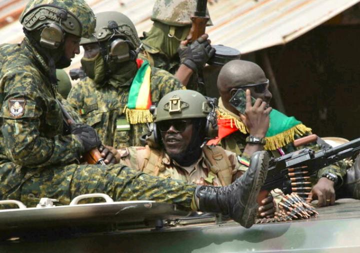 International :La Cedeao suspend la Guinée de ses instances